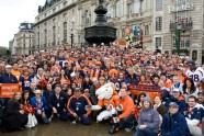 Denver Broncos fans at London's Piccadilly Circus stue of Eros October 31, 2010.